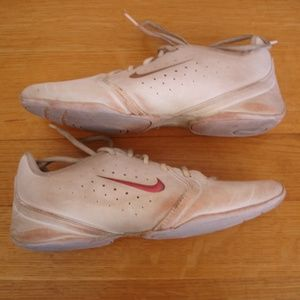 NIKE Women Sz 7 Sideline III White Cheer Shoes